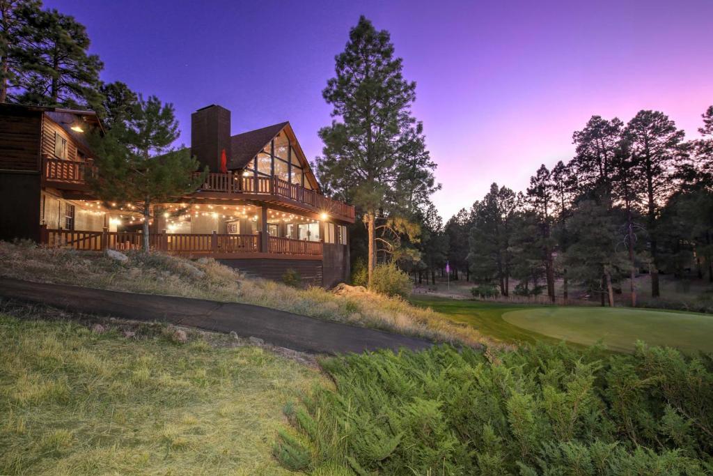 Pristine Flagstaff Cabin with Decks & Mountain Views!