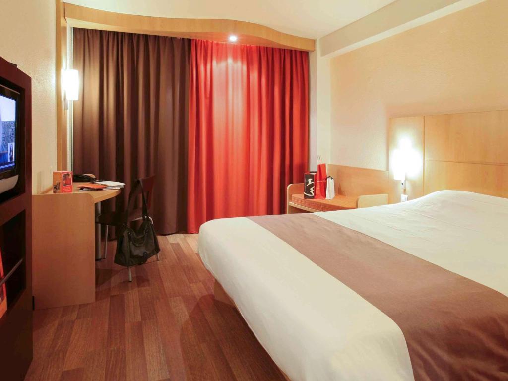 Cama ou camas em um quarto em Hotel ibis Braga