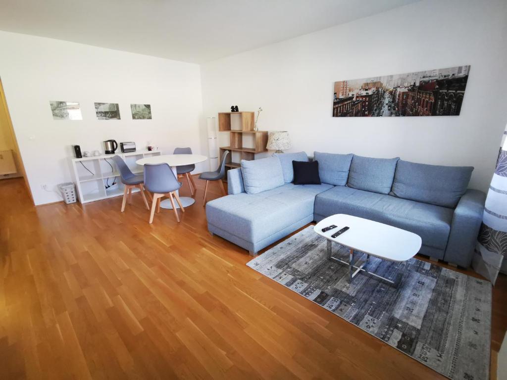 New 233m23 stylish Apartment - 23 min, Vienna, Austria - Booking.com