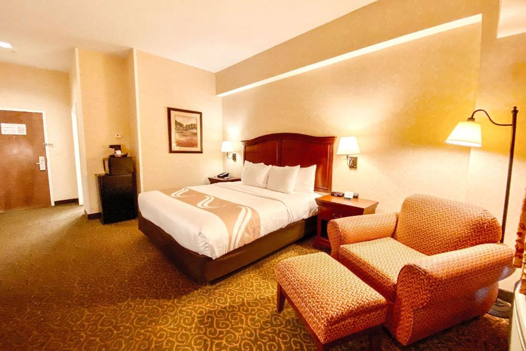 A bed or beds in a room at Quality Inn & Suites Evergreen Hotel