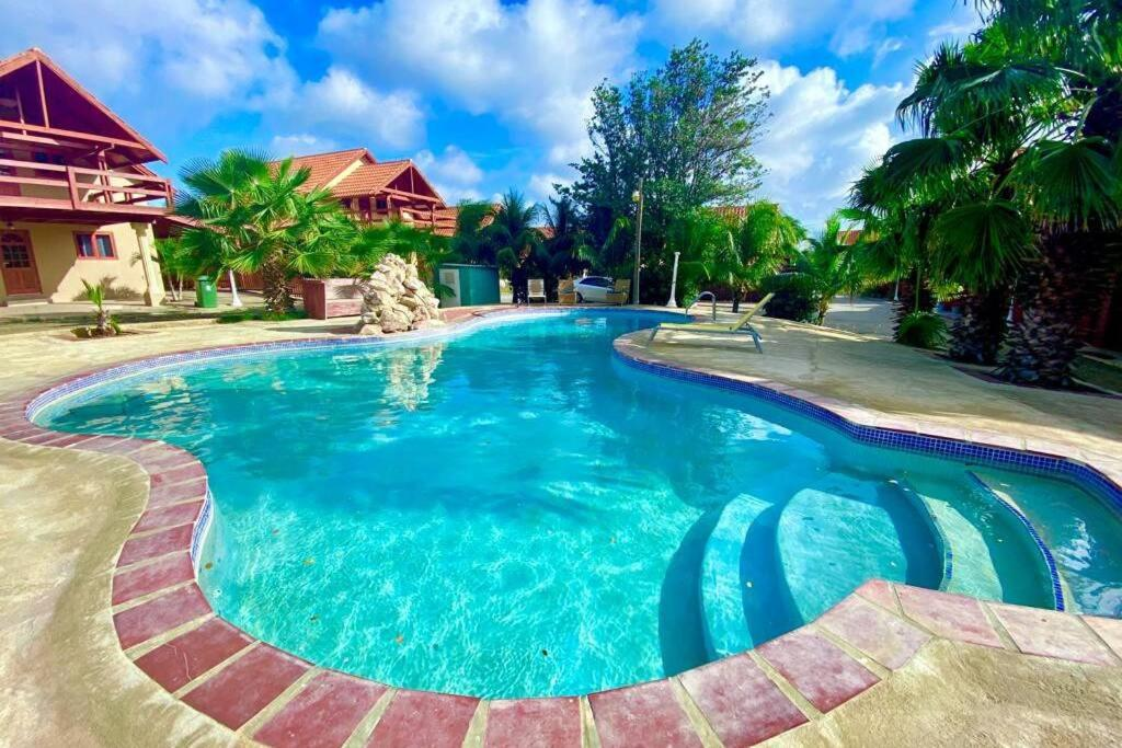 A piscina localizada em Luxury Bungalow ou nos arredores