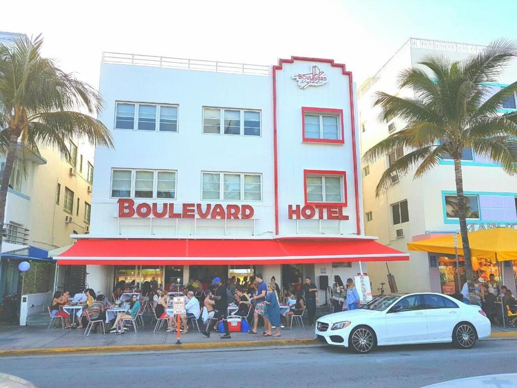 The Boulevard Hotel.