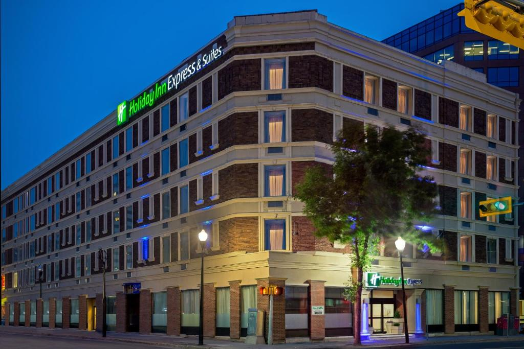 Holiday Inn Express & Suites Regina Downtown