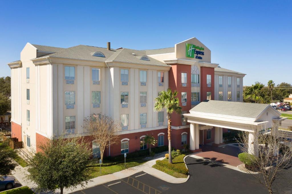Holiday Inn Express Uvalde