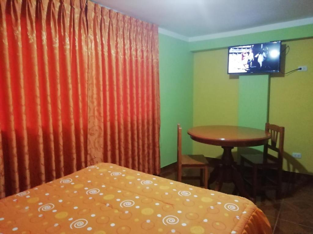 A television and/or entertainment centre at Residencial Norandes