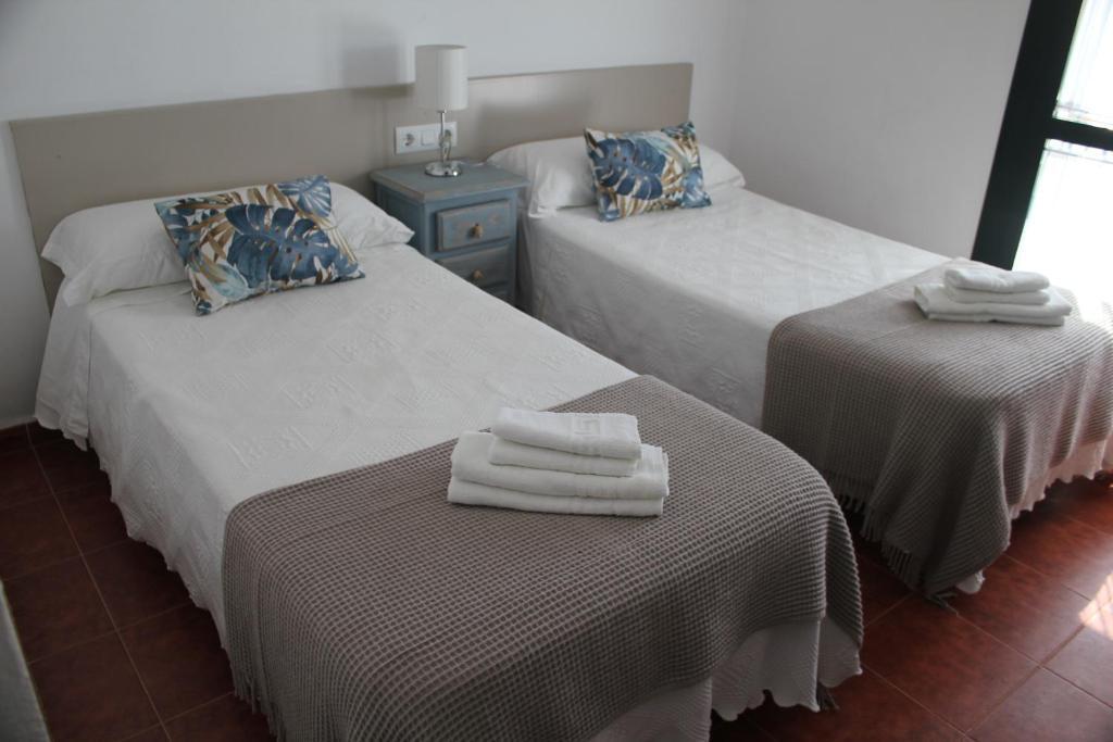 Uma cama ou camas num quarto em Apartamentos Peregrinos