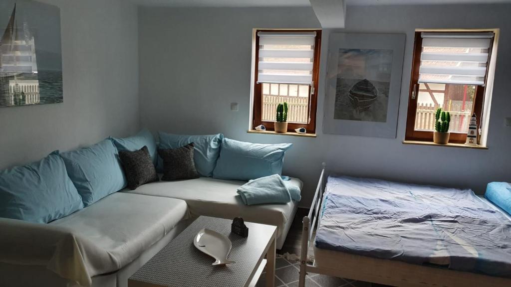 Ein Sitzbereich in der Unterkunft Ferienhaus Deubetal Nr.10