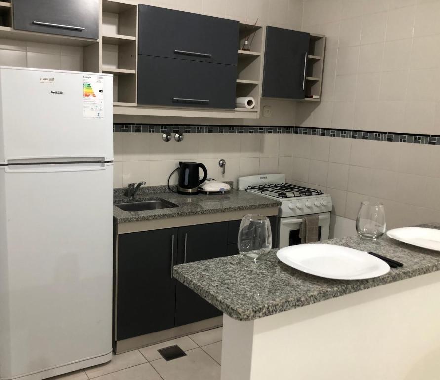 Una cocina o kitchenette en DEPARTAMENTO CÉNTRICO CON COCHERA