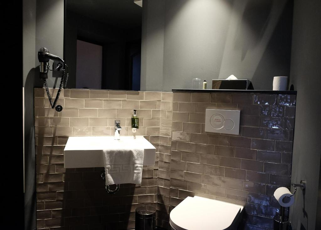 A bathroom at The Midtown Hotel