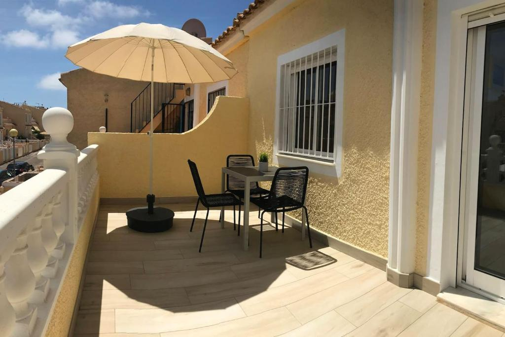 Casa Rooftop with amazing views (Wifi, BBQ, A/C) 14