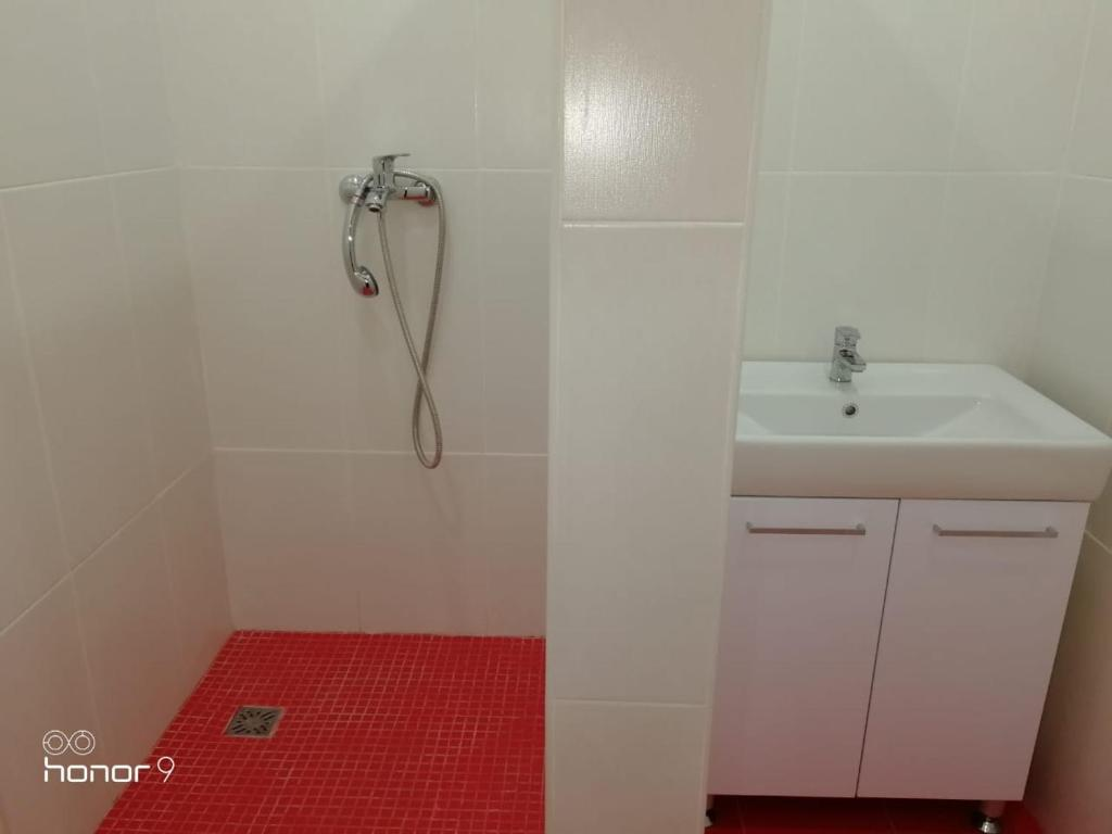 A bathroom at Апартаменты на Высоцкого