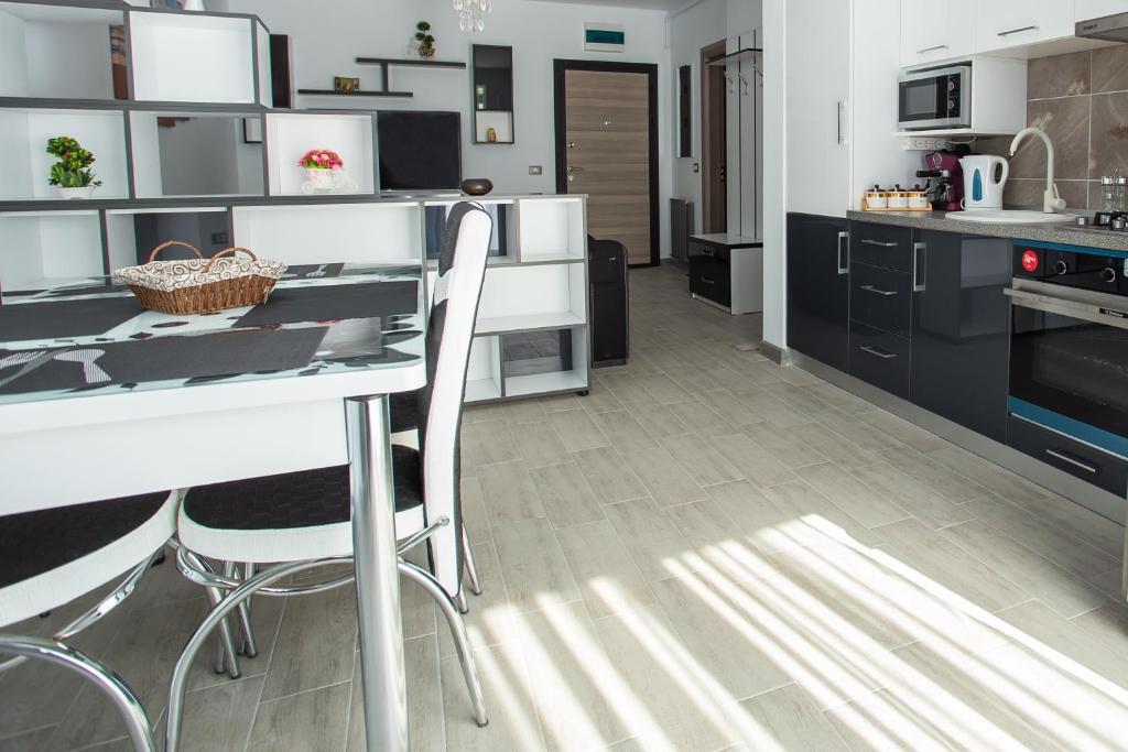 Apartament Alezzi Black&White 1