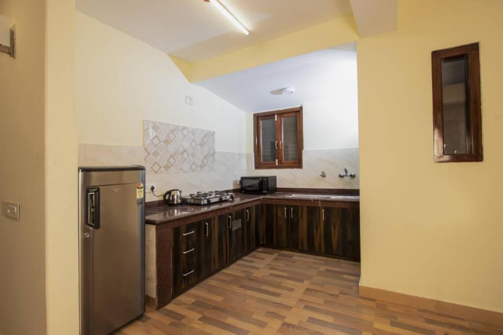 A kitchen or kitchenette at Rose Garden, Solophok, Modern Apartment