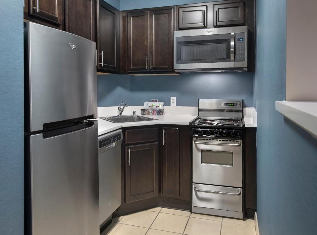 A kitchen or kitchenette at Residence Inn Bethesda Downtown