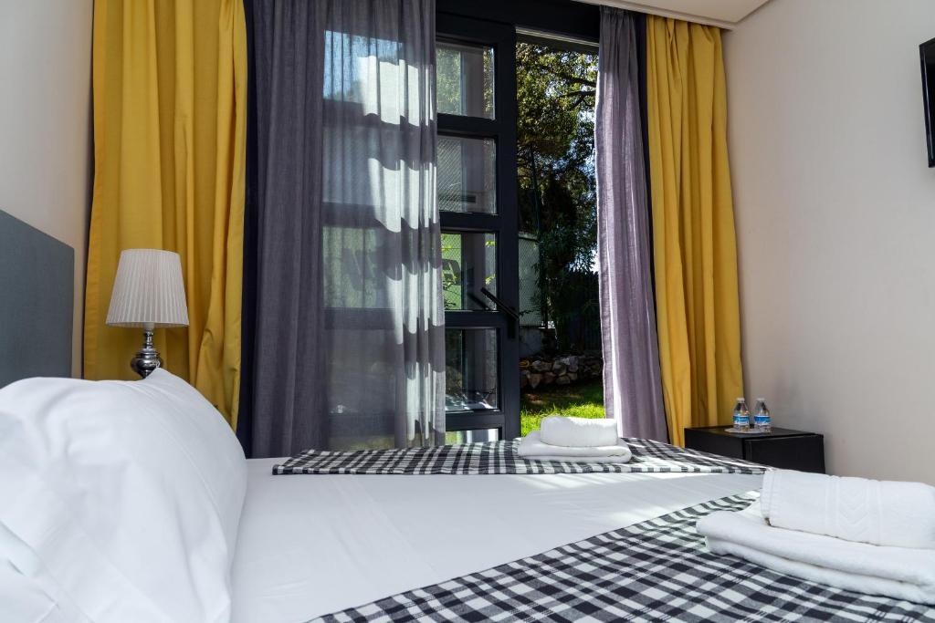 Кровать или кровати в номере Royal Tennis Club