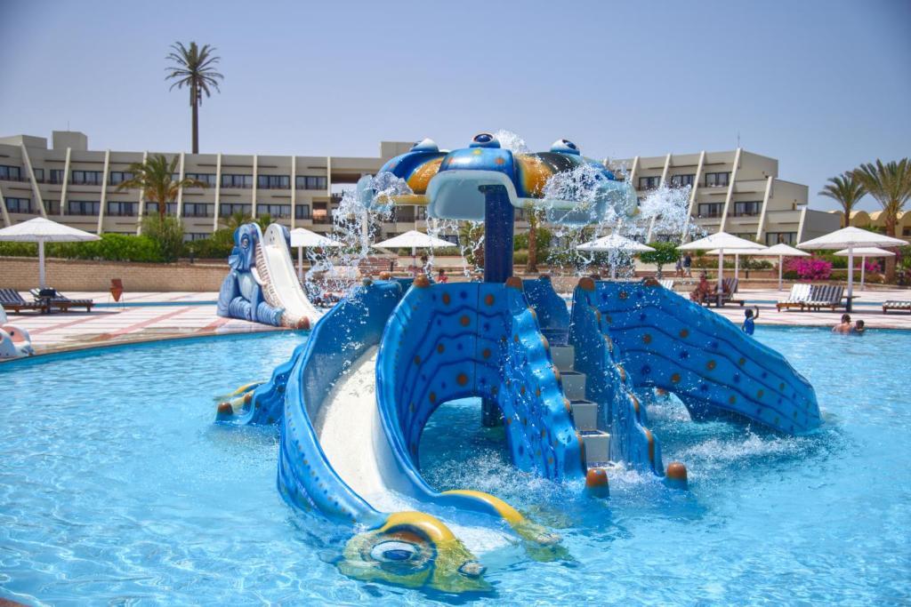 Het zwembad bij of vlak bij Pharaoh Azur Resort