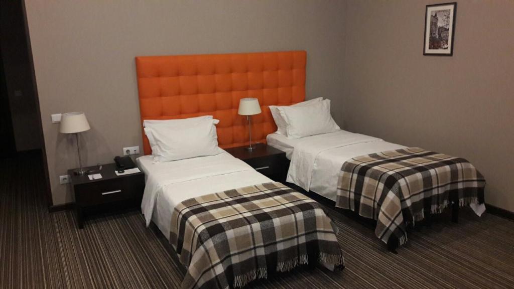 Кровать или кровати в номере Bontiak Hotel