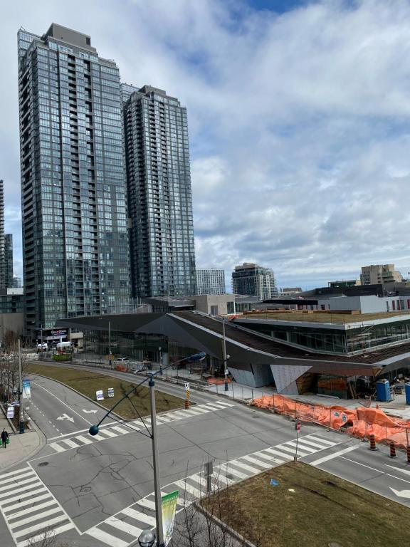 Toronto City place condo Sleeps 7
