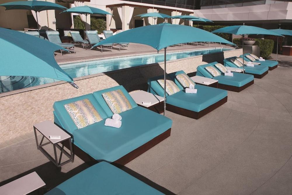 Mandalay bay resort and casino booking.com mount airy lodge and casino