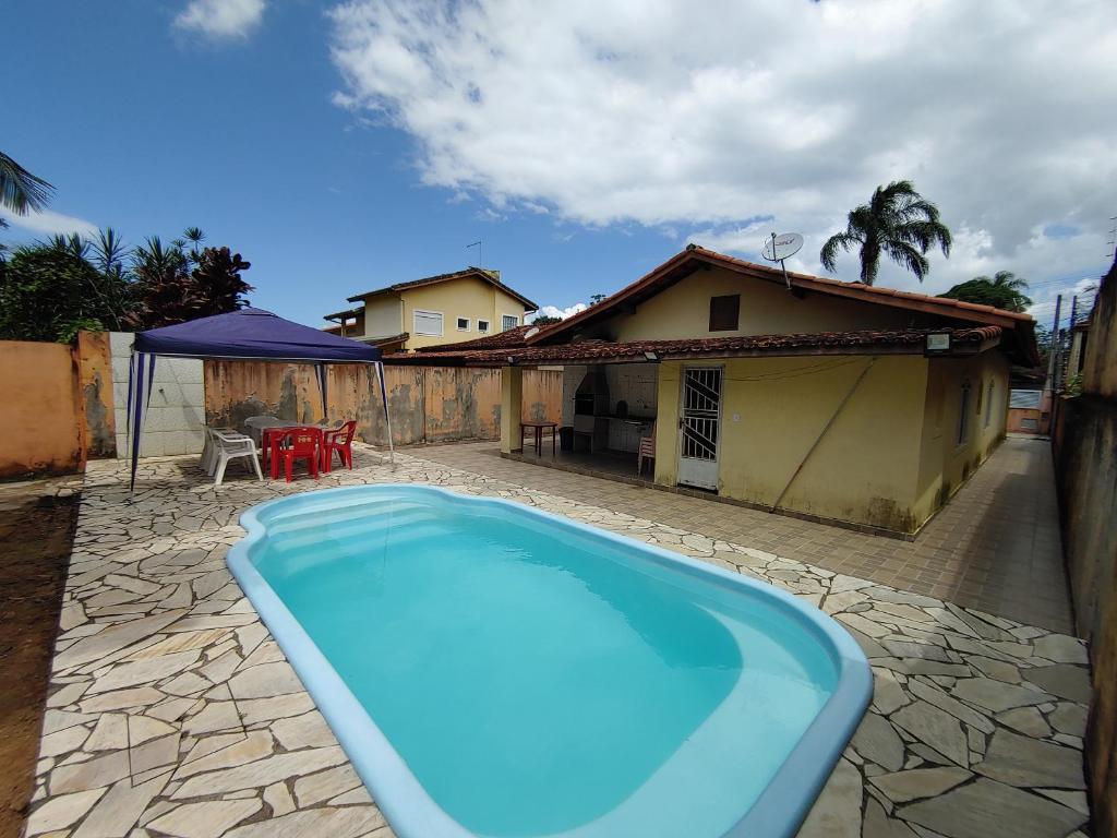 Casa em Caraguatatuba com piscina e churrasqueira