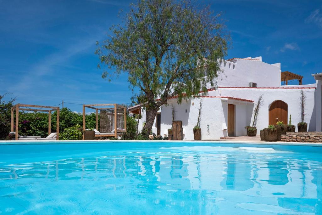 Der Swimmingpool an oder in der Nähe von La Masía de Formentera