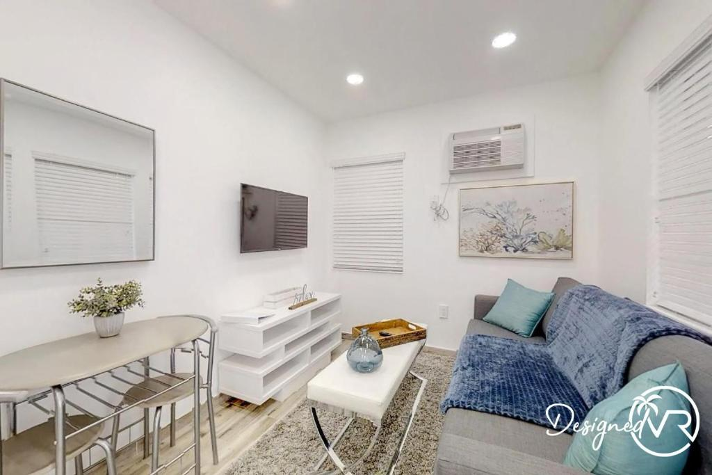 Chick Fashionable 1 Bedroom Apt Beach Unit 4 Hollywood 9 6 10 Updated 2021 Prices