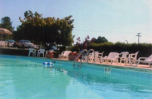 The swimming pool at or near Governors Inn - Shelby