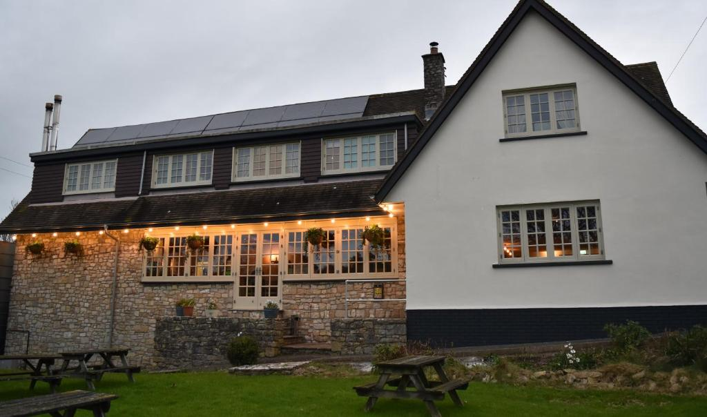 Three Horseshoes Country Inn