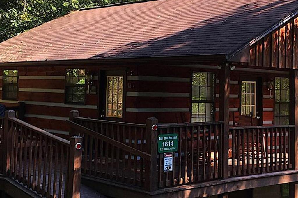 BABY BEAR HIDEAWAY Cabin