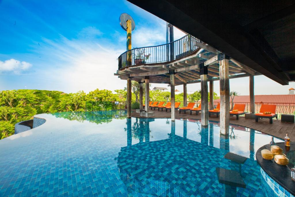 The swimming pool at or close to Sun Island Hotel & Spa Legian