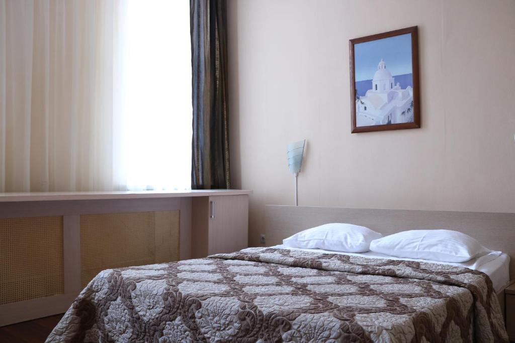 A bed or beds in a room at Hotel Kameliya-v