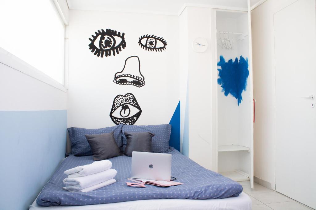 Postel nebo postele na pokoji v ubytování Akropolis View Loftie