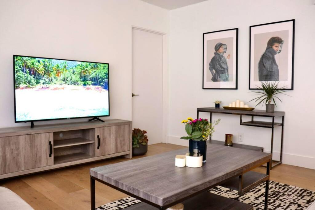 Heart Of West Hollywood Modern Suite 2 Bedroom 2 Bath Los Angeles Updated 2021 Prices
