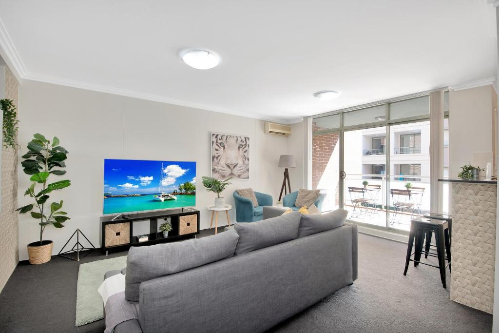 A seating area at Comfort HS Apartment - Darling Harbour