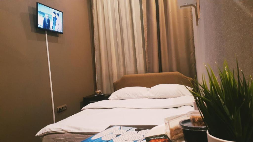 Кровать или кровати в номере Da Vinci mini-Hotel