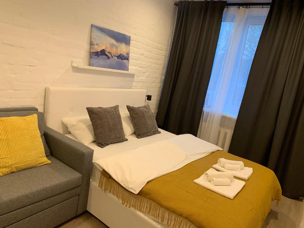 A bed or beds in a room at FREEDOM Rooms Vnukovo