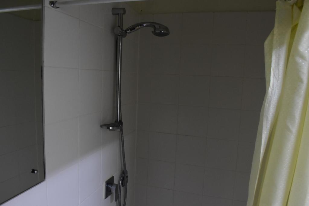 A bathroom at Hohola Apartments