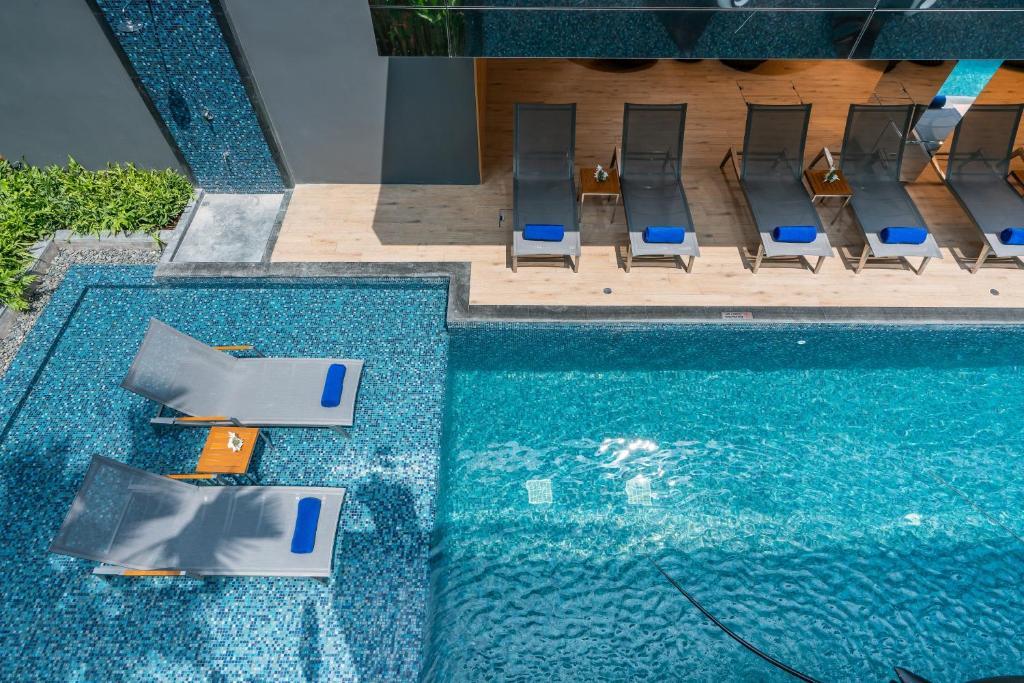 The swimming pool at or close to Maven Stylish Hotel Hua Hin
