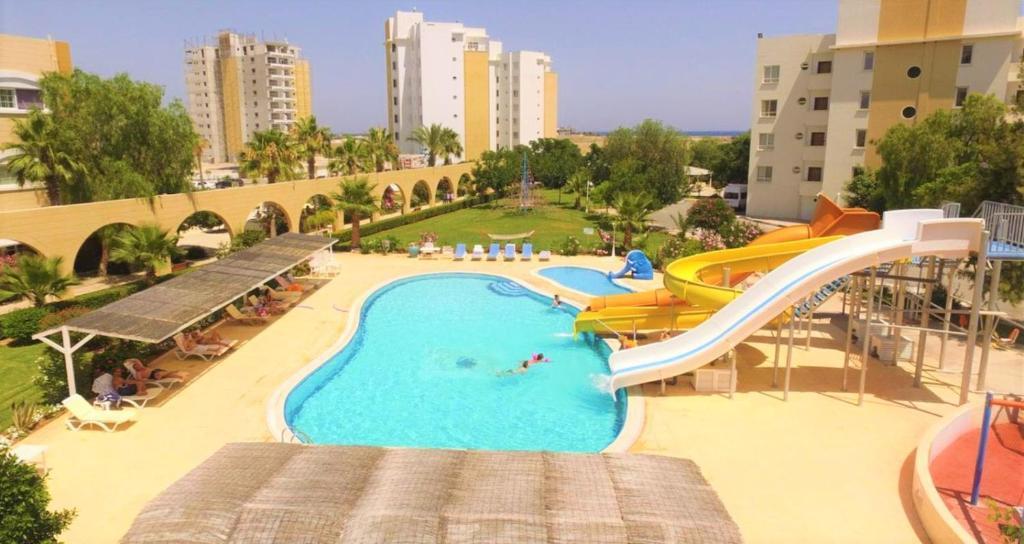 Výhled na bazén z ubytování Ceasar Resort Cyprus - Apartment Leona nebo okolí