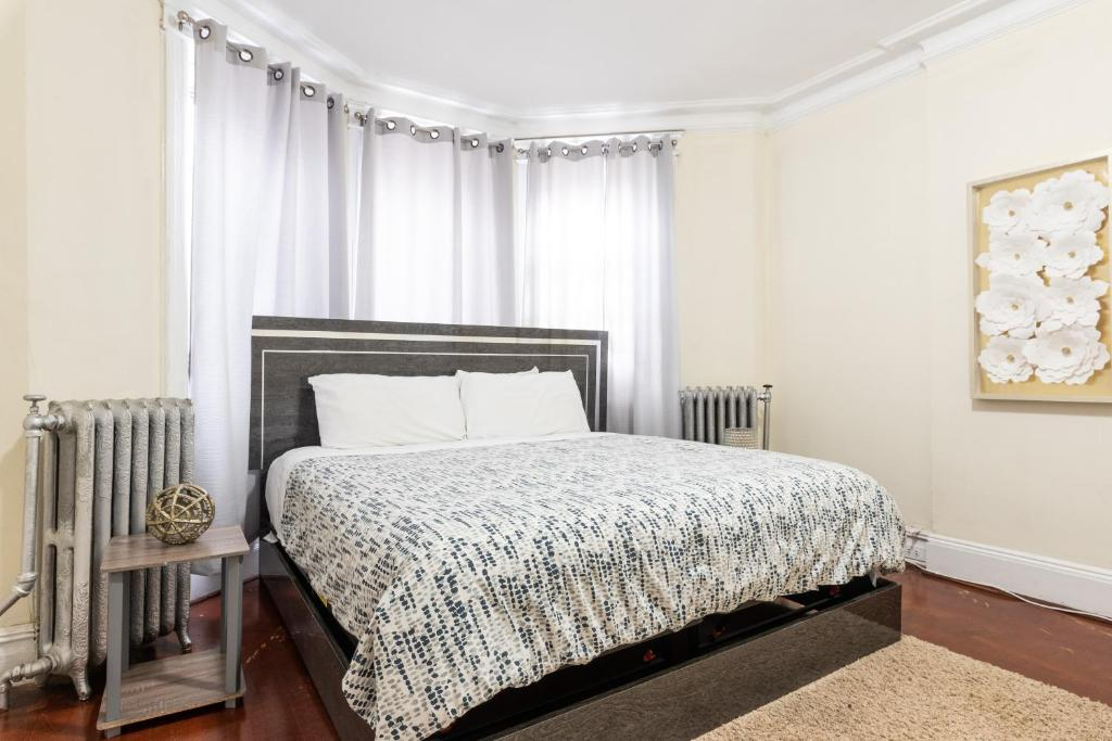 Picture of: Apartment King Size 3 Bed 2 Full Bath Near Path Train 15 Min Nyc Jersey City Nj Booking Com