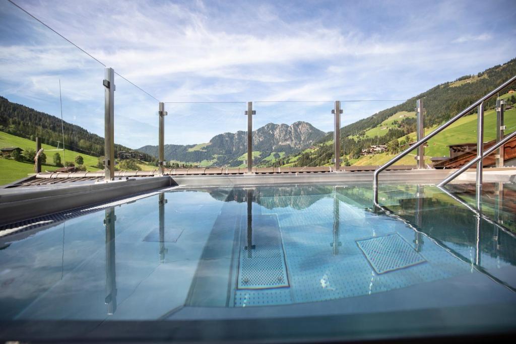 Het zwembad bij of vlak bij 4*S Galtenberg Resort