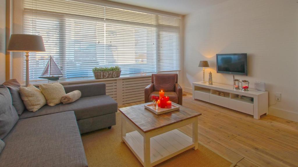 A seating area at Appartement Jolie Noordwijk