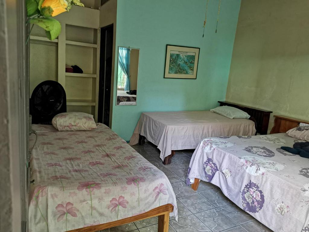 A bed or beds in a room at Cabinas Mitchaelles