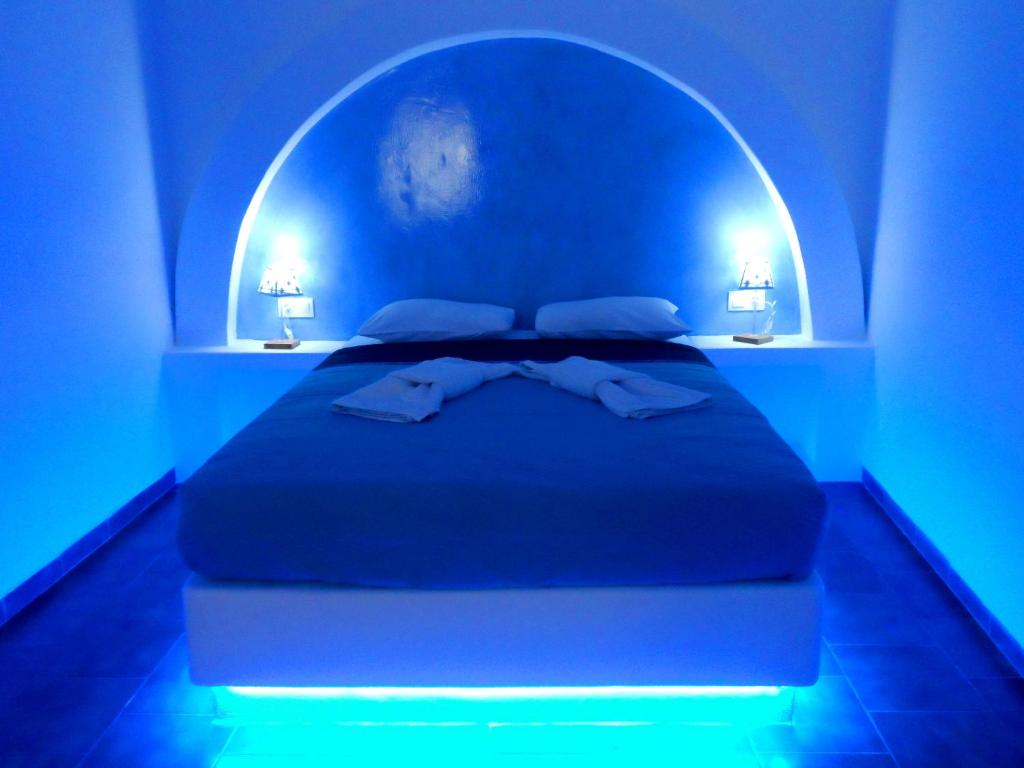 A bed or beds in a room at ApartHotel Papafotis