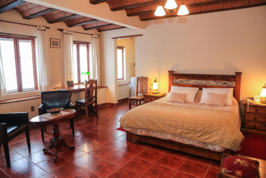 A bed or beds in a room at Hotel Boutique La Posada