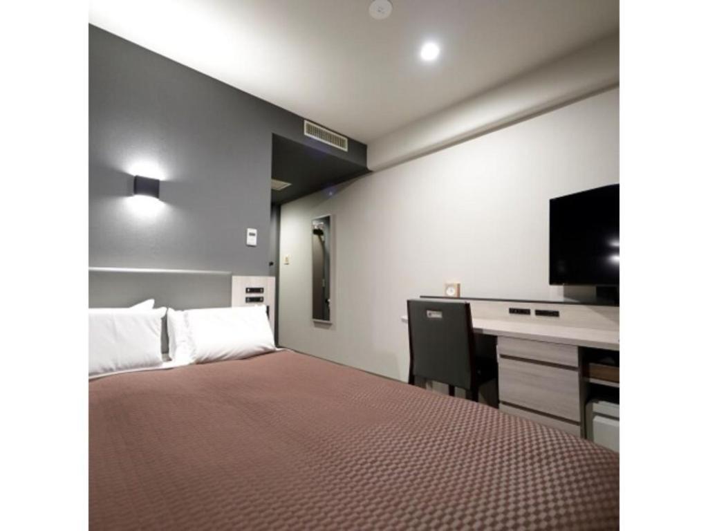 A bed or beds in a room at Kawasaki Daiichi Hotel Mizonokuchi / Vacation STAY 78143