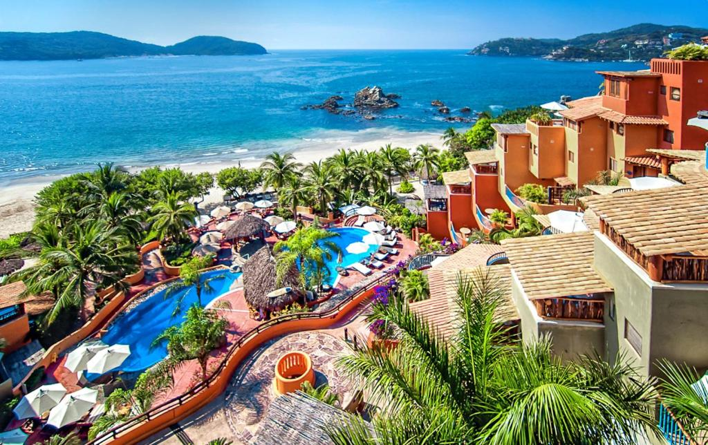 A view of the pool at Embarc Zihuatanejo by Diamond Resorts or nearby