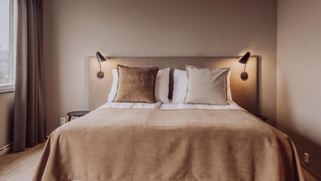 Säng eller sängar i ett rum på Clarion Collection Hotel Odin