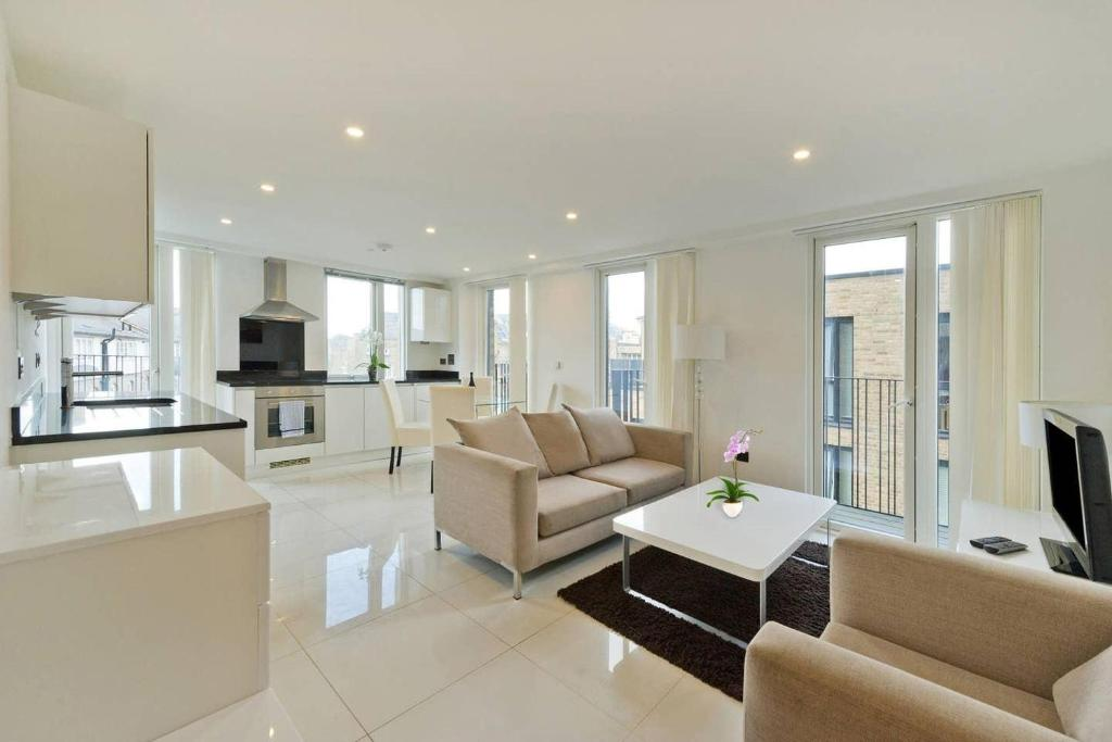 A seating area at Comfortable two bedroom apt in the heart of Kings Cross Area