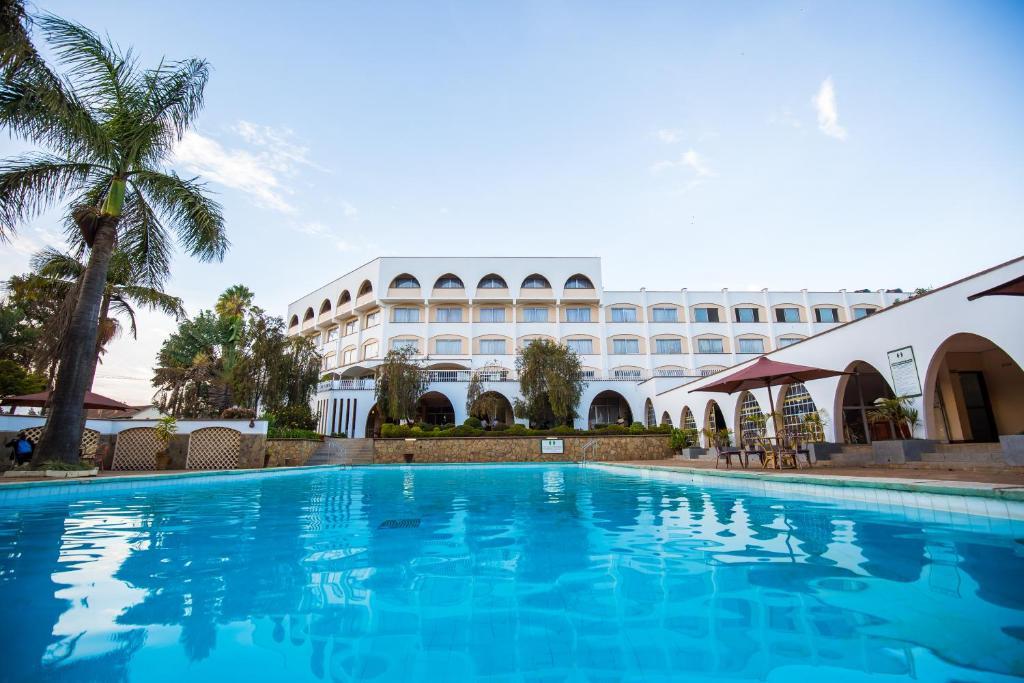 The swimming pool at or near Sirikwa Hotel